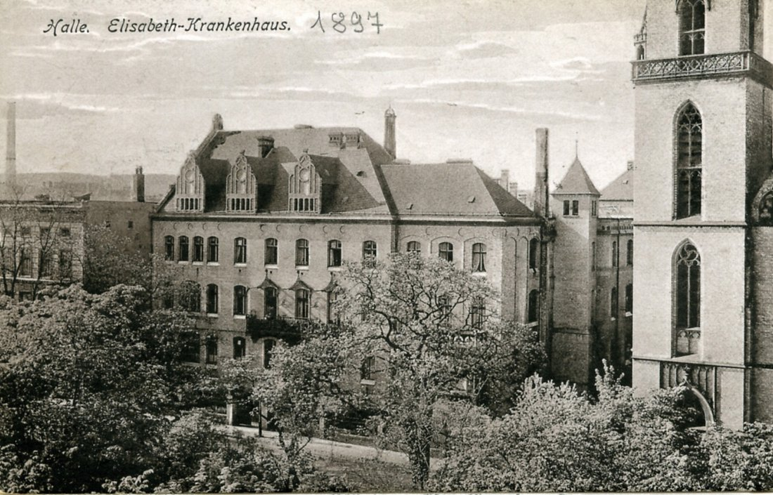Im Jahr 1891 begann die Kongregation der Schwestern von der hl. Elisabeth in Halle mit der Ausübung der ambulanten Krankenpflege. Nachdem 1894 dasSt.Elisabeth-Haus auf der Südseite der Mauerstraße, in der Nähe der Franckeschen Stiftungen als Pflege- und Betreuungseinrichtung für kranke Kinder aufgebaut wurde, begann sie 1896/97 mit dem Bau eines großen Krankenhauses für 80 bis 100 Patienten.